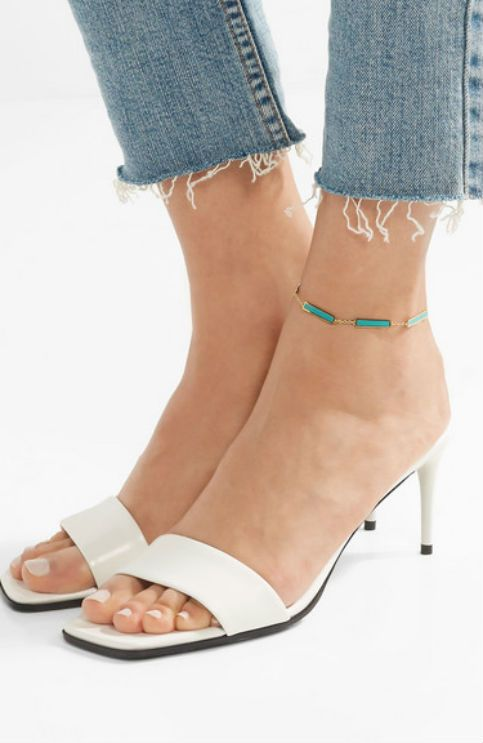 The Ankle Bracelet Is The Latest '90s Trend To Make A Major Retu