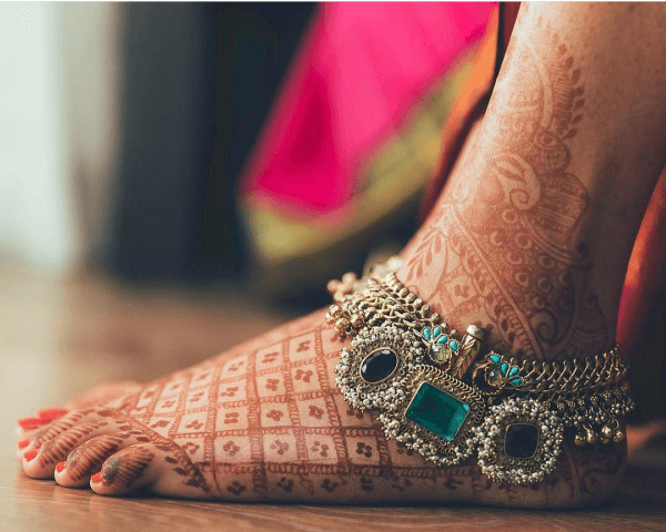 Top 10 Instagram Trendy Anklet Designs For All Brides-To-