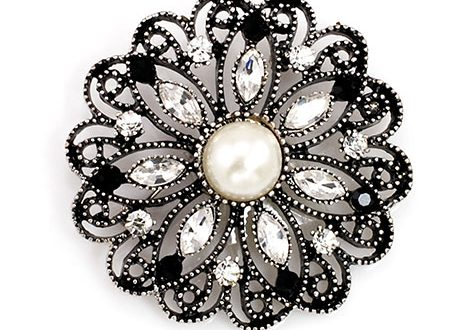 antique-brooch with center pea