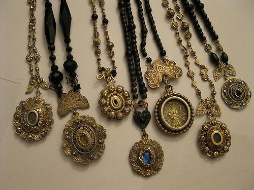 Tamburin / Relucario -- Antique Necklaces from the Philippines (I .