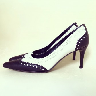 Black & White Pointed-toe Pumps - Label Chic Showro