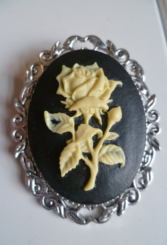 Cream Rose Cameo Brooch Victorian CameoMedieval Pin brooch | Et