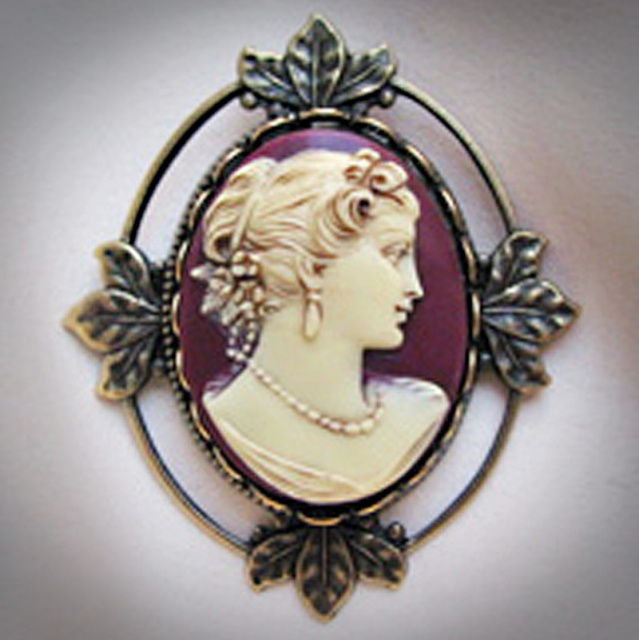 Lady Emily Small Burgundy Cameo Brooch/Penda