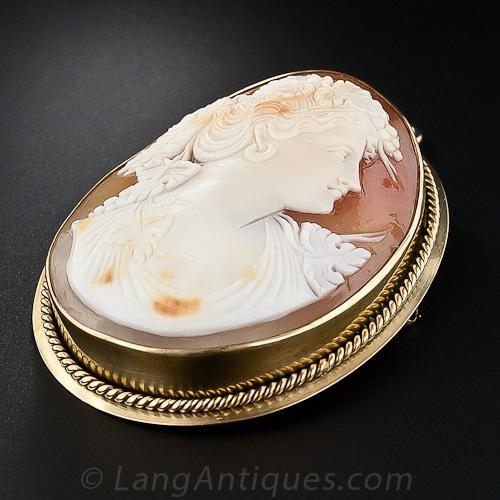 Vintage Shell Cameo Brooch/Penda