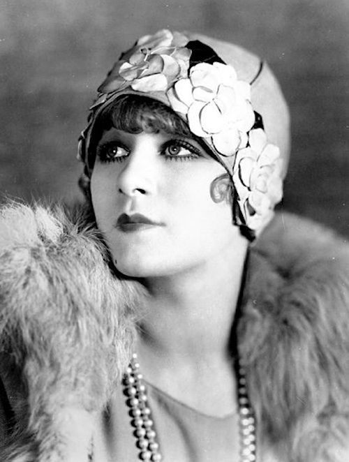 An Ode To The Twenties | Vintage portraits, Hats vintage, Vintage .