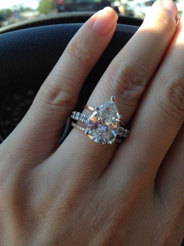 pear sans halo | Pear shaped wedding rings, Pear wedding ring .
