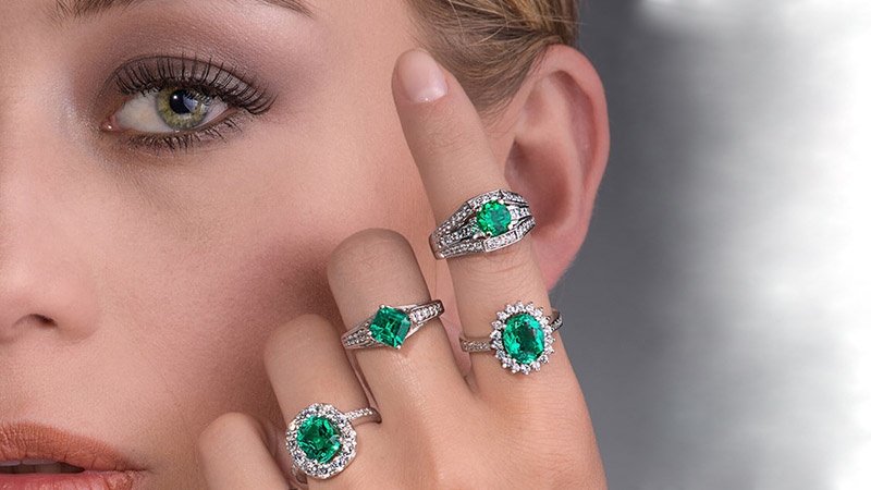 10 Stunning Emerald Engagement Rings for Brides-to-