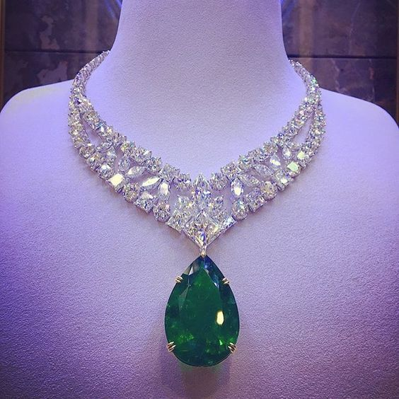 72.24 emerald Wow this is a very big emerald! | Beautiful jewelry .