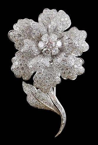 Diamond Flower Brooch | Jewelry, Antique jewelry, Bling jewelle
