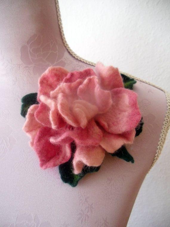Beautiful needle felt flower brooch | Felt flowers, Felt brooch .