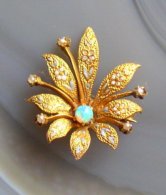 gold brooch – Thingery Previews Postviews & Though