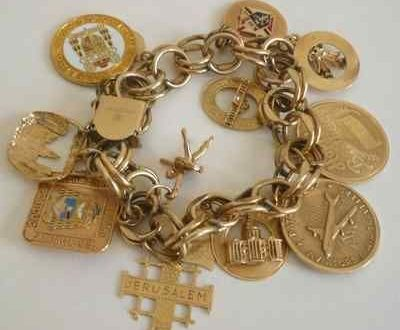 Vintage Estate Charm Bracelet with 11 14K Yellow Gold Charms .