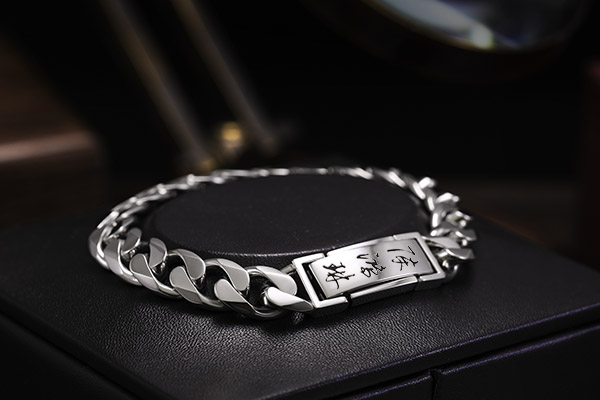 ByEnzo Expert of Handcrafted Platinum Jewelry for Men from South Kor