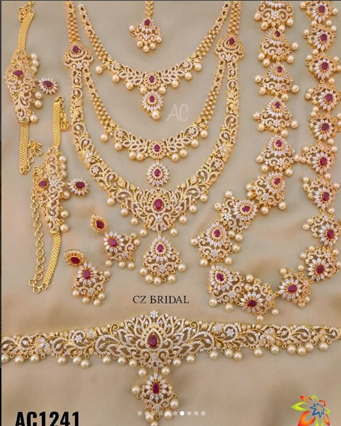 SOUTH INDIAN GOLD PLATED CZ NECKLACE JEWELRY SET BRIDAL EARRINGS .