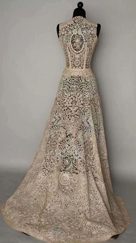Vintage Belgian lace wedding dress. So beautiful | 1940s wedding .