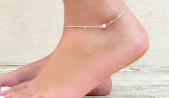The process of using leg bracelet to adorn your legs - StyleSkier.c