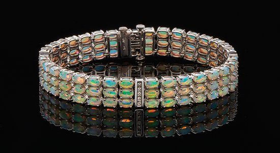 Solid crystal opal bracelet. - Picture of Opal Diamond Factory .