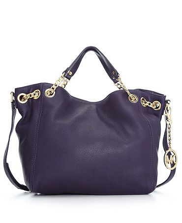 Top 3 reasons why oversized cute handbags are loved by women .