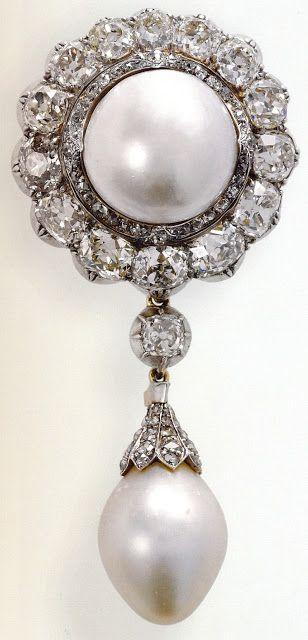 Duchess of Cambridge Pearl, Pendant Brooch originates with a .