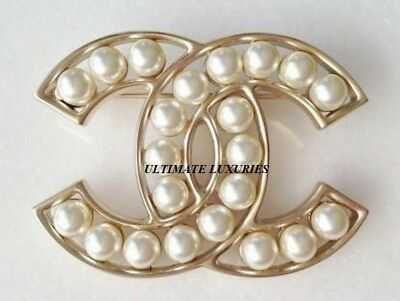 CHANEL GOLD CC WHITE PEARL BROOCH DRESS PIN NEW 2018 | eB