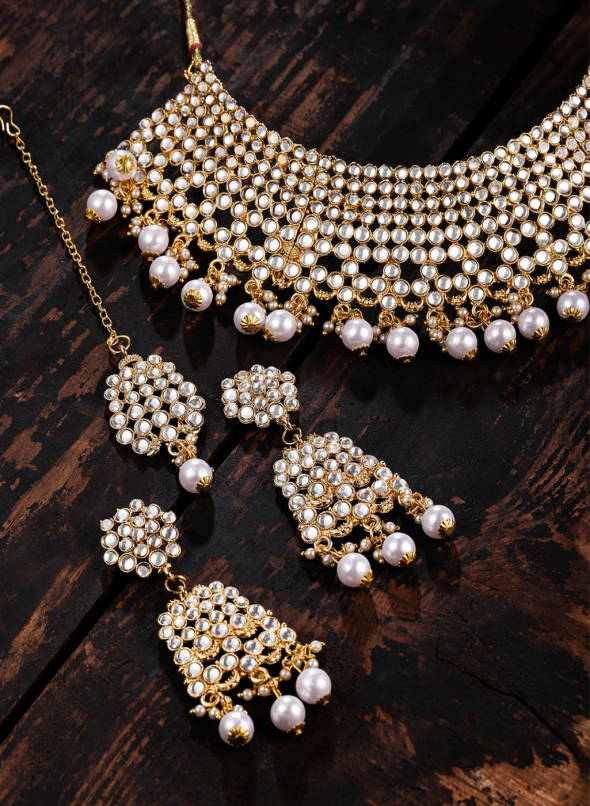 Buy Zaveri Pearls Gold-Toned Traditional Kundan & Pearl Jewellery .