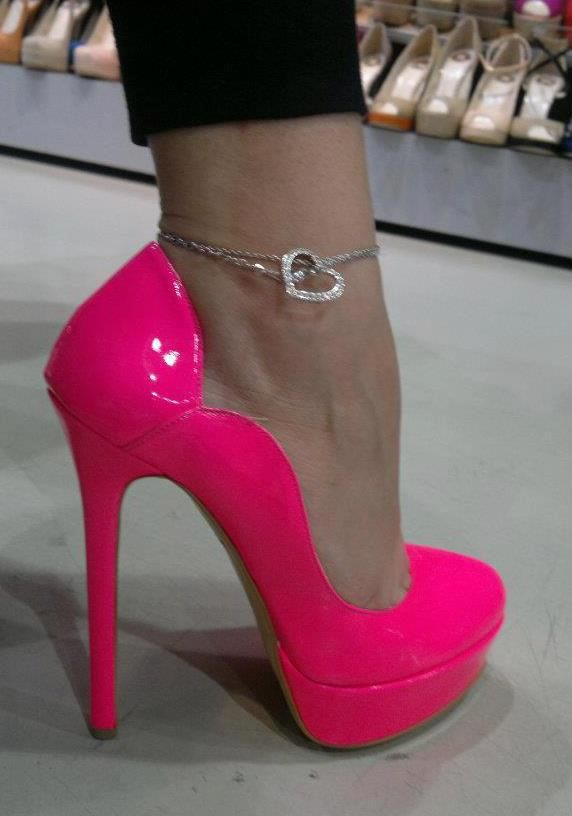 Hot Pink Pumps: I could NEVER wear these, but they're pretty .