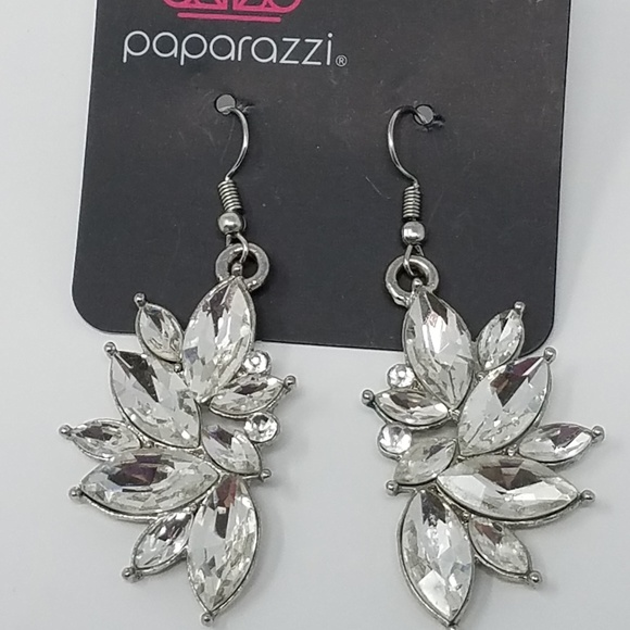paparazzi Jewelry | Nwt Clear Rhinestone Earrings | Poshma