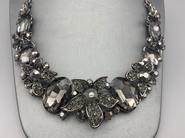 Elegant Charcoal Gray Rhinestone Necklace Set ⋆ Jenny's classy .