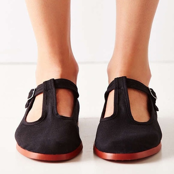 Tips and tricks on how you can get the best pair of T strap flats .
