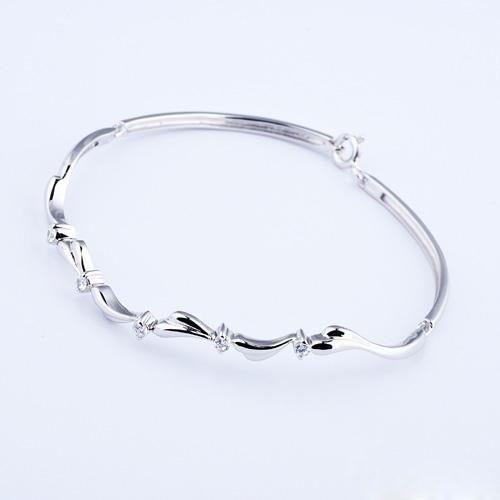 Best 10 Designs of Silver Bracelets For Women to showoff in par