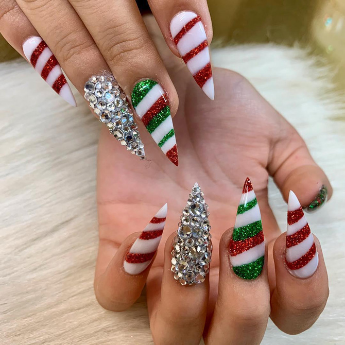 Best festive and Christmas nail art designs to try: Think glitter .