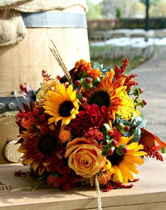 Top 50+ Best Fall Wedding Bouquets With Sunflowers - #Bouquets .