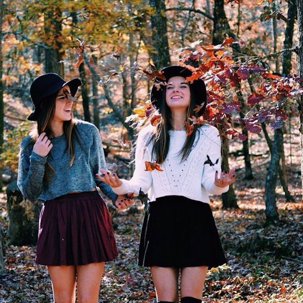 Best Friendsgiving Outfit | Fall photoshoot, Friends photography .