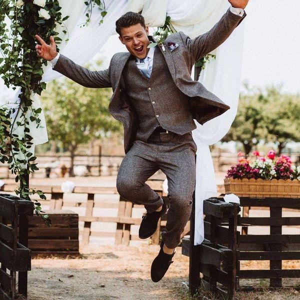 Men's Groom Suits and Wedding Suits Ideas - Hocker