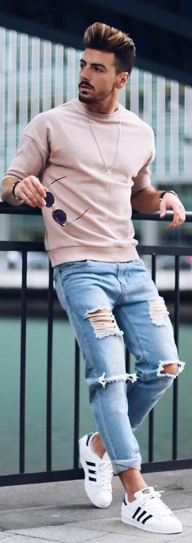 15 Holiday Outfit Ideas For Men On Budget | White sneakers outfit .