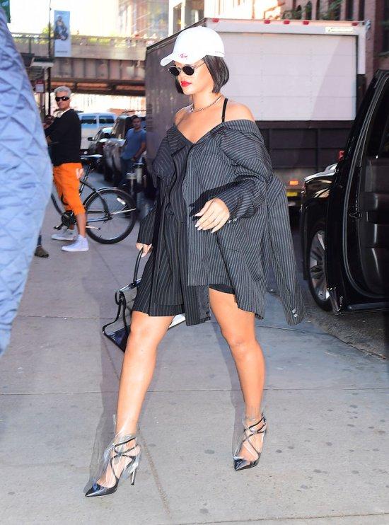 10 Of Rihanna's Best Street Style Looks - Society19