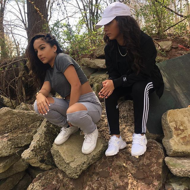 siangie twins outfits | Twin outfits, Siangie twins, Cute outfi