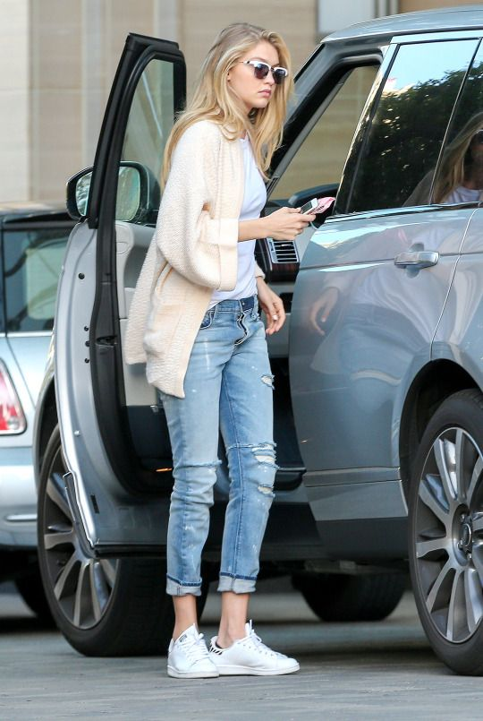 23 Ways to Wear a Pair of White Sneakers - Pretty Desig