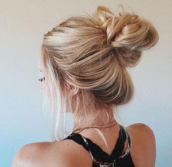 THE PERFECT MESSY BUN Tutorial | Thin hair updo, Hair styles .