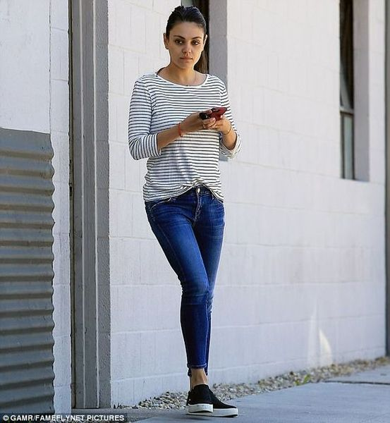 11 Mila Kunis Casual Style Inspiration | Style inspiration casual .