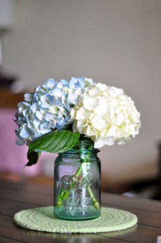 50+ Modern DIY Hydrangea Centerpiece | White wedding flowers .