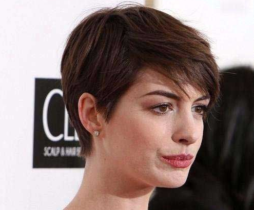 pixie hair cut styles for women with a round face or round chubby fa