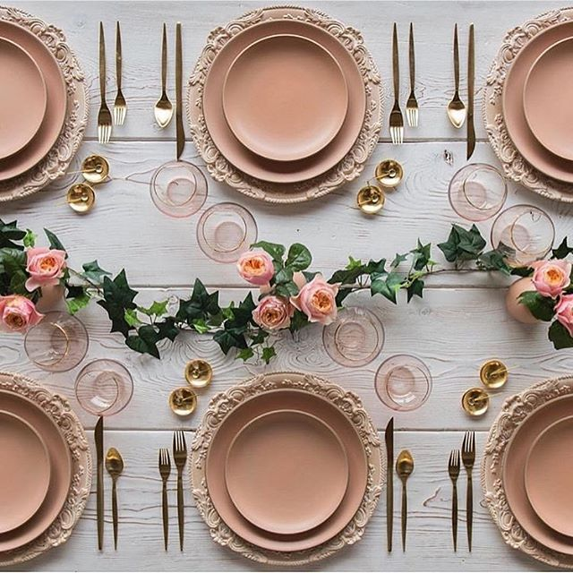 Pretty rose gold table layout by @casadeperrin to inspire those .