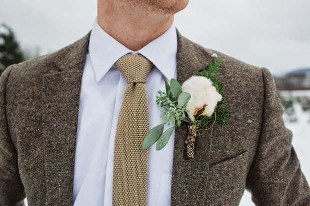 Stylish Winter Boutonnieres for Grooms | weddingsonli