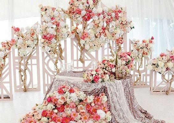 60 Darling Sweetheart Table Ideas! – Hi Miss Pu
