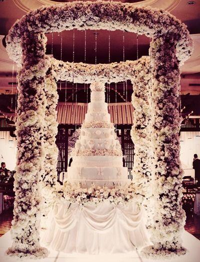 Extreme Wedding Decor | Luxury wedding cake, Extravagant wedding .