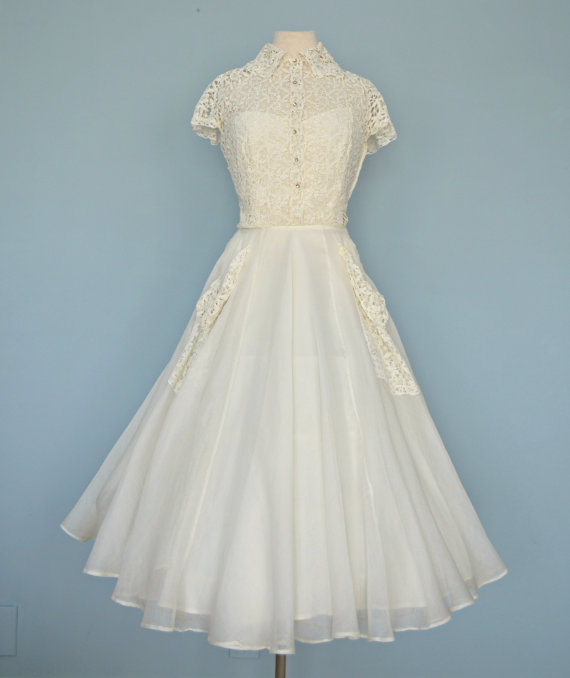 Vintage 1940s Wedding Dress...Beautiful GOTHE Ivory Lace and .