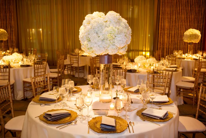 10 Winter Wedding Centerpieces That Embrace The Cold Seas